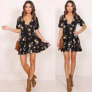 Black floral boho mini dress v neck 🌸